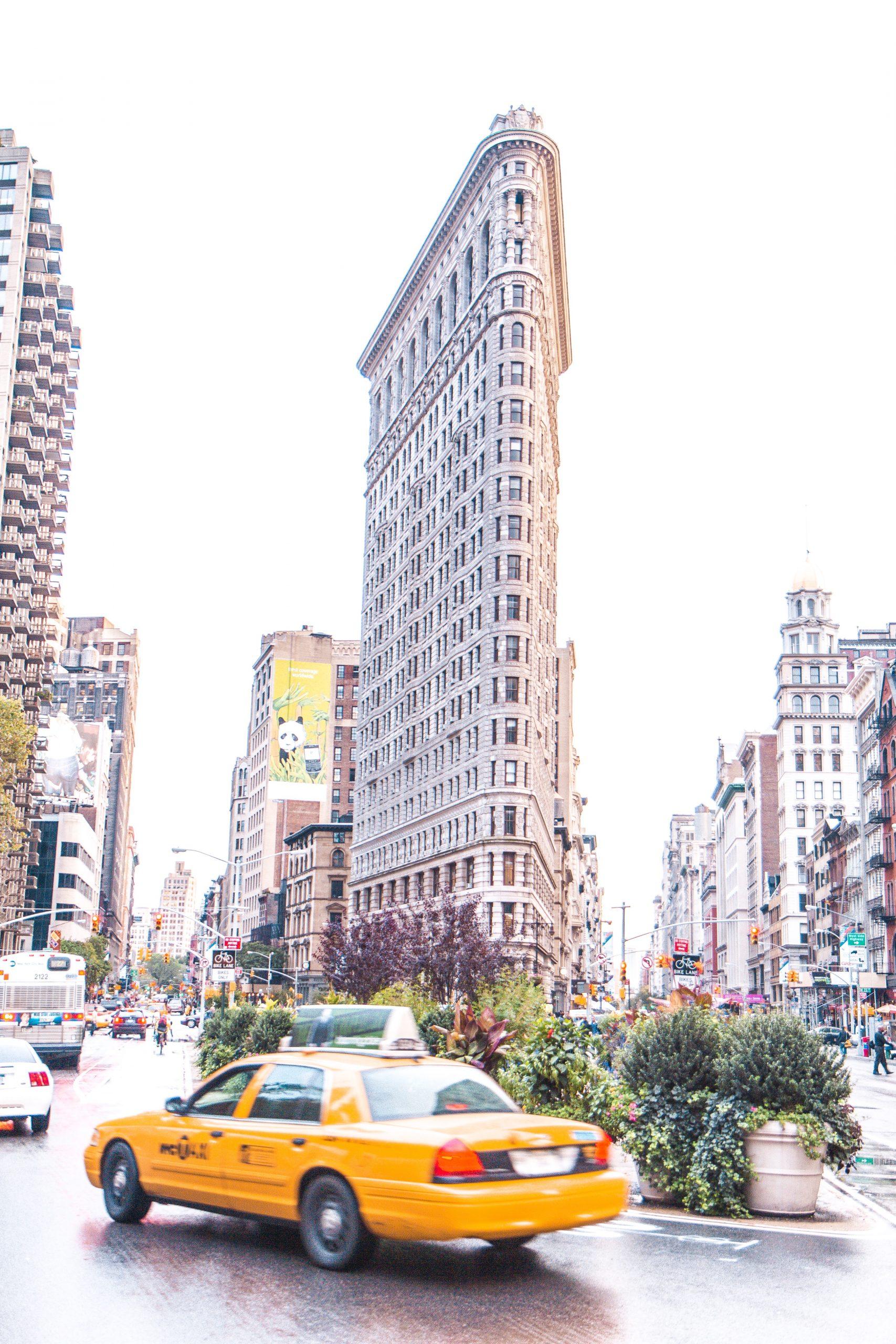 Flatiron Building, New York - Giddy Guest