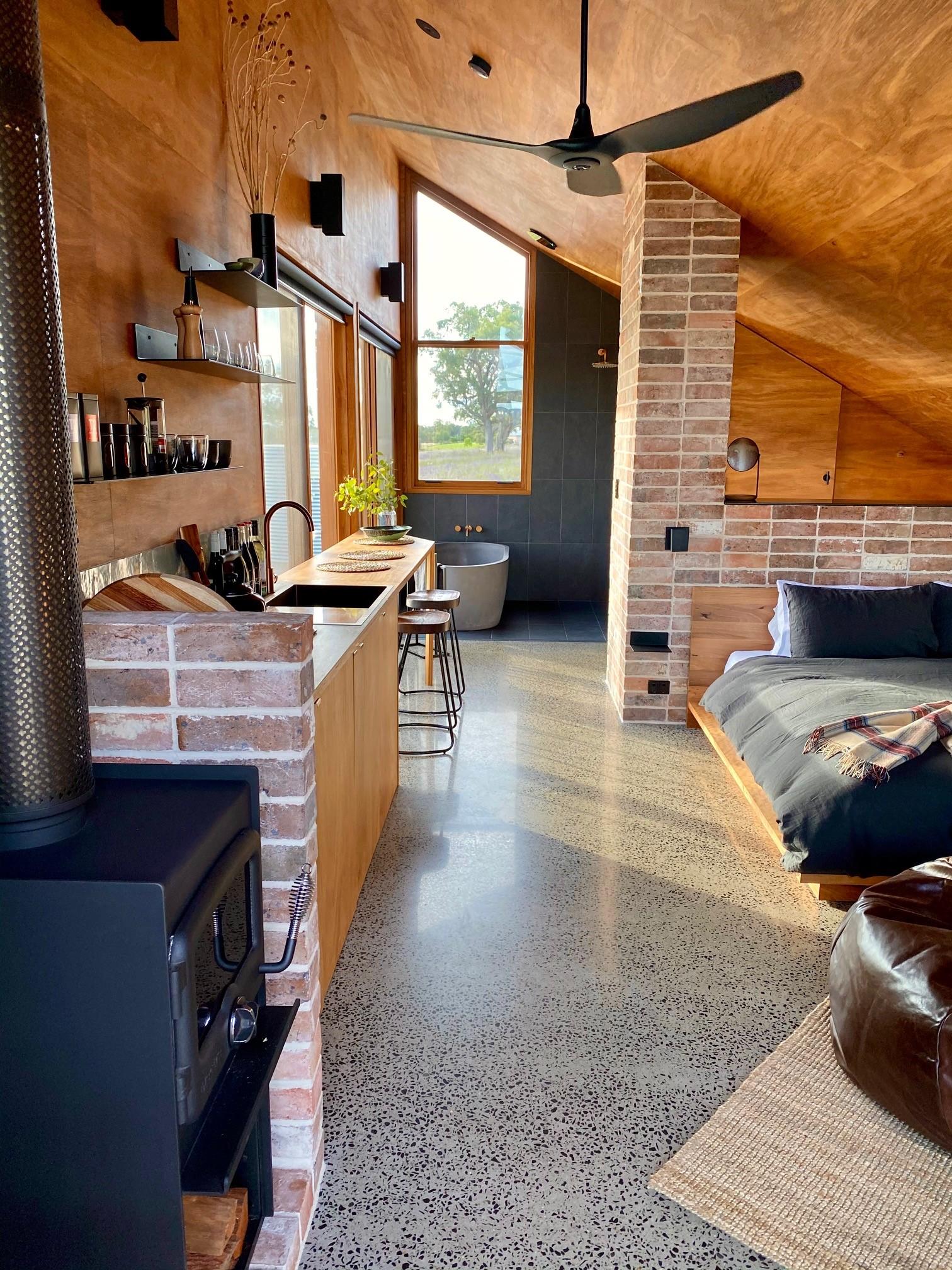 Luxury Accommodation Mudgee -  Gawthorne's Hut - Giddy Guest